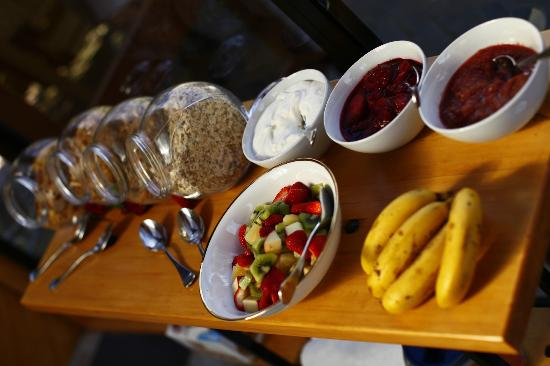 Stonehaven Homestay: Fresh fruit for breakfast