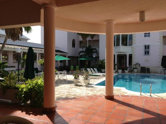 Hotel PomMarine: Pool View from The Golden Apple Restaurant