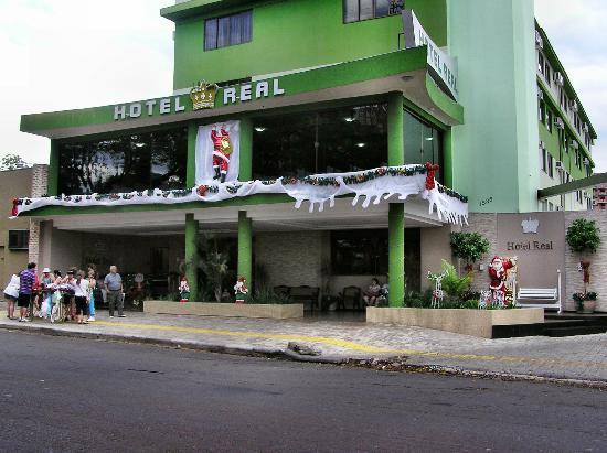Hotel Real: frente del hoteldecorado por las fechas