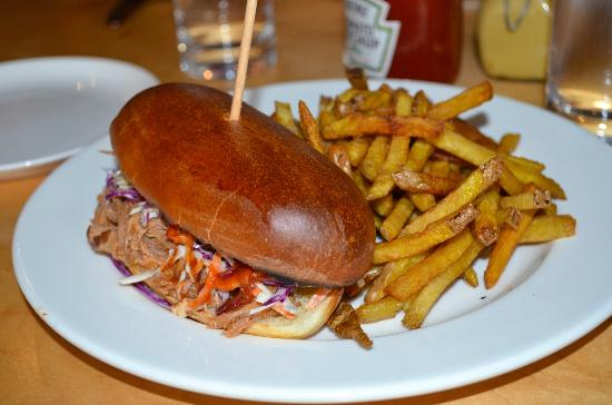 Celilo Restaurant & Bar: Pulled pork sandwich paired with a local pinot noir