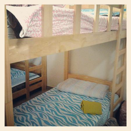 KW Pencil Hostel : double decker bed x 2 (room for 4 person)