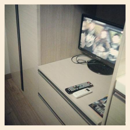 KW Pencil Hostel : television