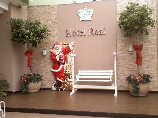 Hotel Real: lugar en el frente