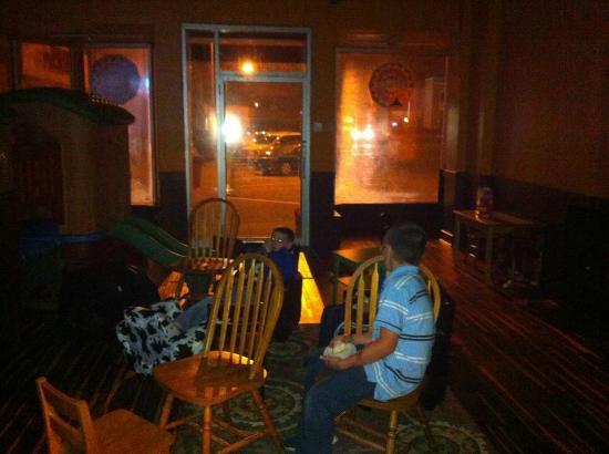 The Refuge Coffee House: Kiddo Room (at Night)