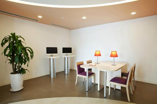 Ibis Saigon South Hotel: Business Corner