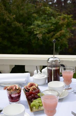 Edgelinks Country House: Breakfast on the Terrace