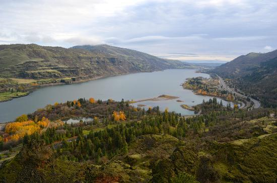 Columbia River Gorge: View from Highway 30