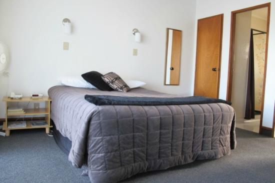 Summit Motor Lodge: Bedroom