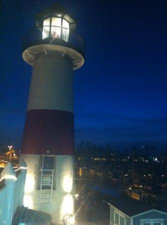 Lighthouse Oyster Bar & Grill: night shot