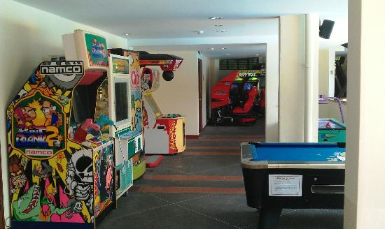 Costa Sands Resort (Sentosa) : 'Game' room