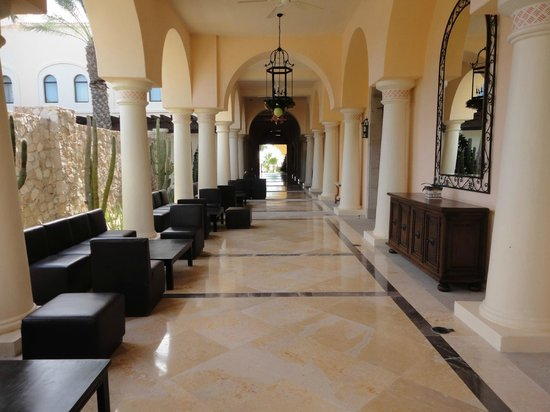 Hilton Los Cabos Beach & Golf Resort: Las Montanas Ballroom corridor.
