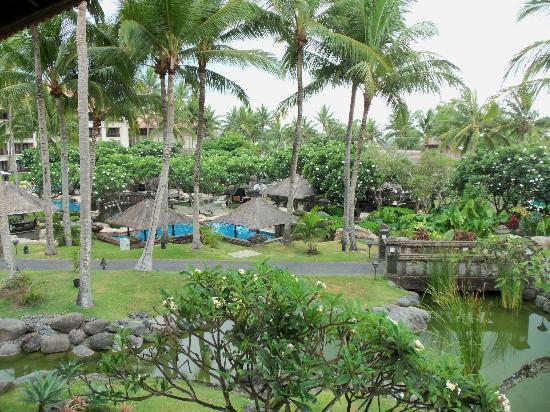 Pan Pacific Nirwana Bali Resort: Beautiful landscaping and pool