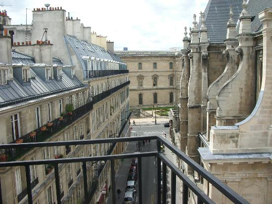 Short Stay Apartment Louvre : Balcony and Louve