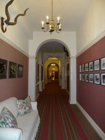 The Victoria Falls Hotel: Hallway