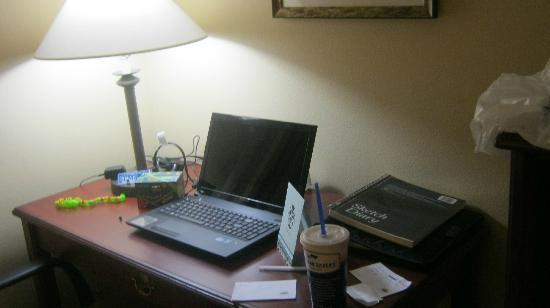 Country Inn & Suites By Carlson, Charleston South: desk in room with free internet