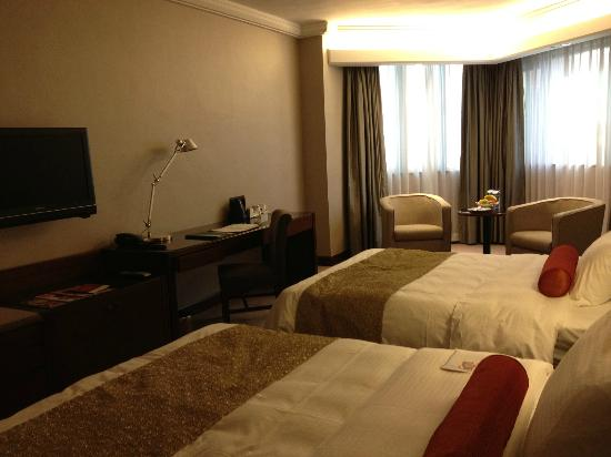 Prince Hotel (Marco Polo Hotels): spacious room with 2 queen size bed