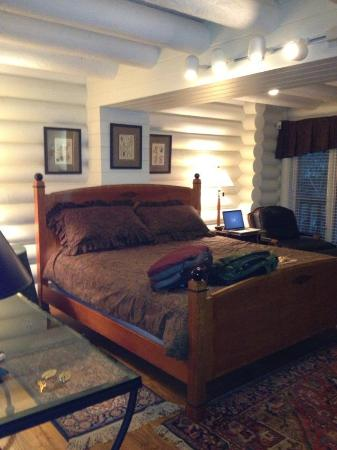 ‪‪The Lodge at Smithgall Woods‬: Master bedroom at the Lodge at Smithgall Woods