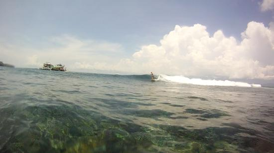 Nusa Lembongan, Indonesia: Consistent small but fun wave