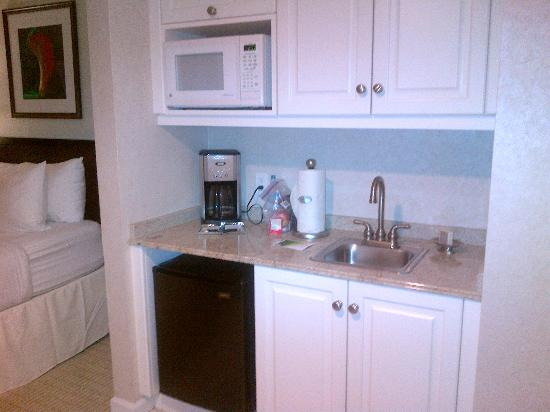 Resort at Longboat Key Club: kitchen area