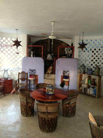 Amaranto Bed and Breakfast: Main area for breakfast with Jorge in his office.