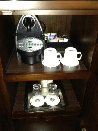 Omni San Francisco Hotel: Nespresso Machine and Mini Bar