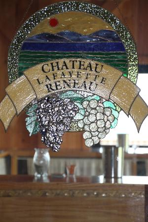 Chateau Lafayette Reneau: Welcoming stained glass