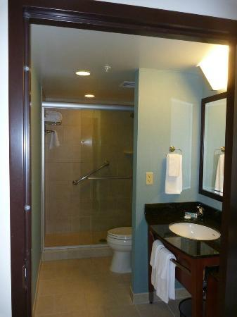 Hyatt Place UC Davis: Bathroom