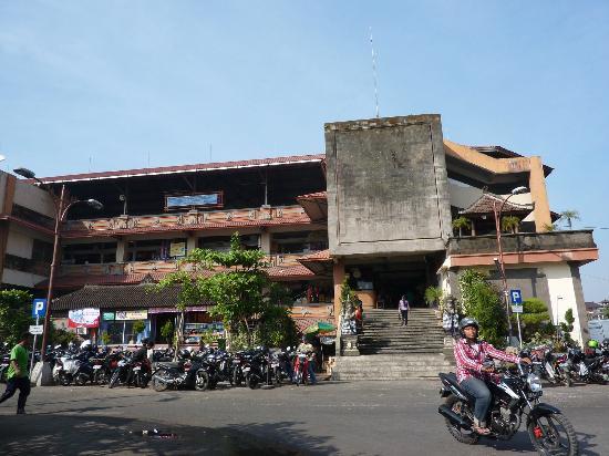 Pasar Badung: l'entrée du marché