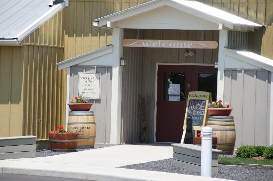 Sheldrake Point Winery Tasting Room Hector: Front entrance