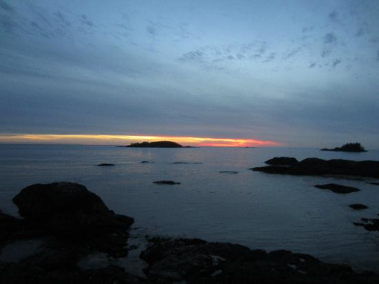 Wickaninnish Inn and The Pointe Restaurant: The sunset on the evening we arrived