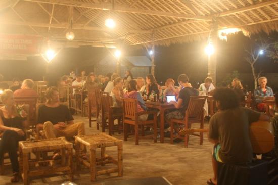 Solah Beach Bar and Restaurant : live music