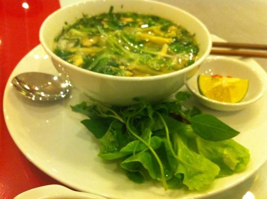 Hanoi Holiday Diamond Hotel: breakfast-pho