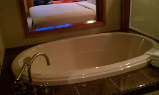 Willows Lodge: Soaking Tub