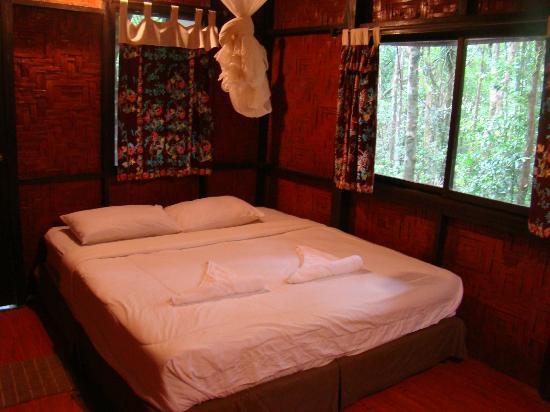 Khao Sok Tree House Resort: House inside