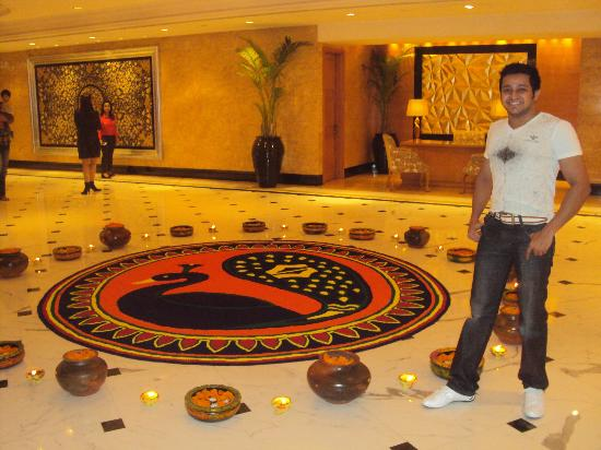 Shangri-La's Eros Hotel: Near Reception