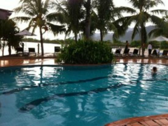 Langkawi Lagoon Beach Resort: pools side