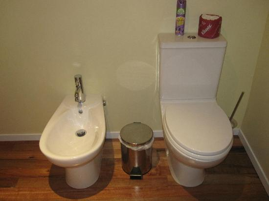 Bellrock Lodge: toilet and bidet