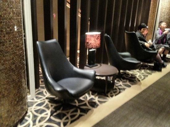 Hotel Harmonie Cinq: ロビーの椅子