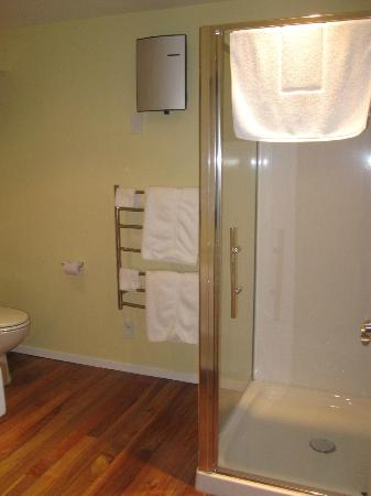 Bellrock Lodge: towel warmer rack
