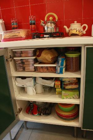 Gli Scipioni Bed & Breakfast: cupboard also loaded with foods