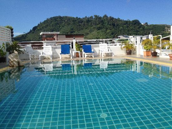 Garden Phuket Hotel: La piscine