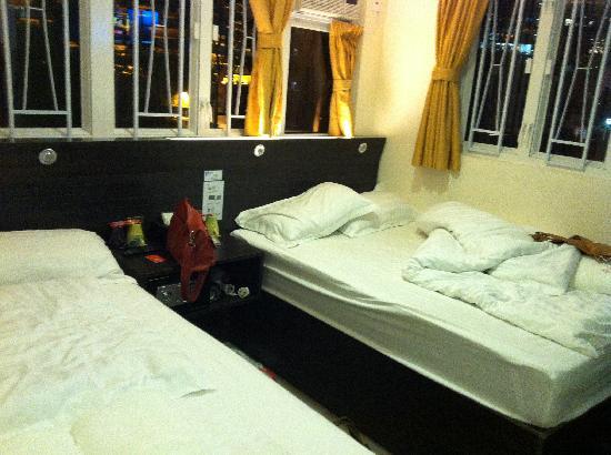 Homy Inn: Double Double Room