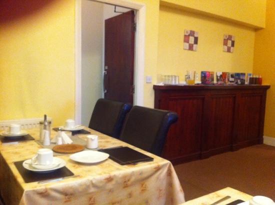 Brookfield Hotel: breakfast room
