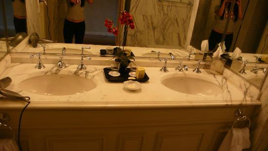 Sir Stamford at Circular Quay Hotel Sydney: bathroom