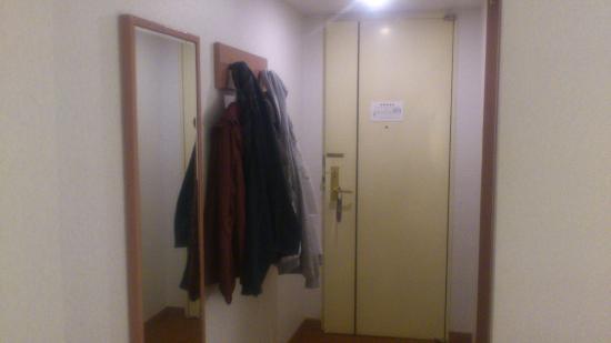 Arrow Hotel: room entrance