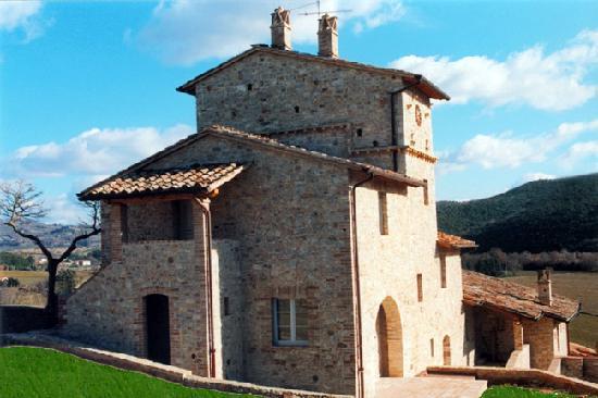 Agri golf hotel mantignana di corciano provincia di - Casali antichi ristrutturati ...