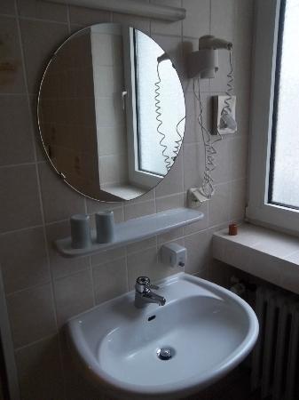 Wurms Hotel: Bagno stanza 7