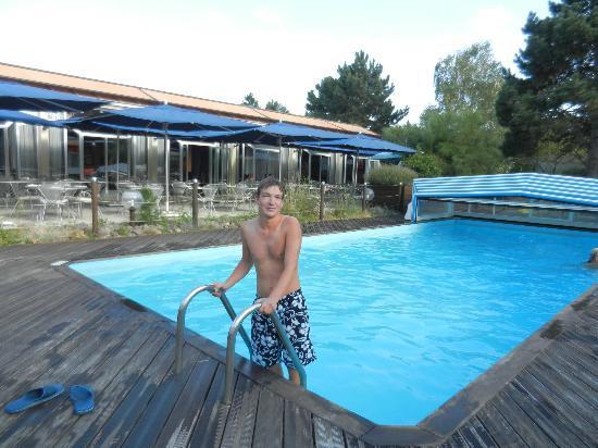 Novotel Chartres : Un tuffo piscina dell'hotel (con l'acqua molto fredda e un po' sporca).