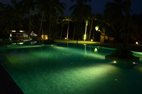 Taj Bekal Resort and Spa, Kerala: Main pool in the night, good to relax and chit chat