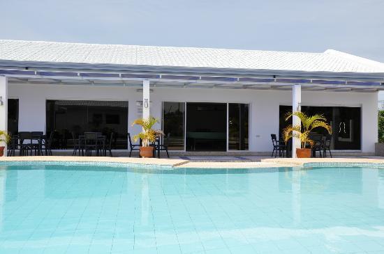 Olivia Resort Homes : pool